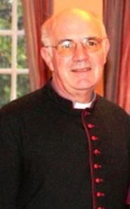 Muy Revdo. Malcolm Bradshaw, Canónigo del Arzobispo de Cantórbery en Atenas.