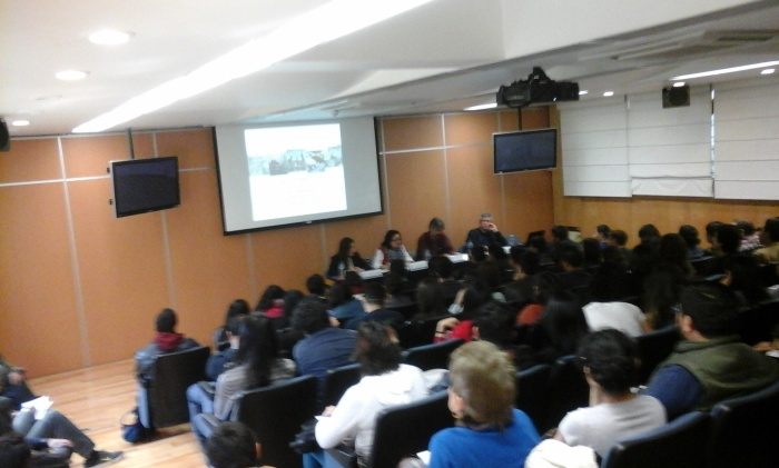 Instituto de Investigaciones Sociales en mesa redonda sobre metodología y religión